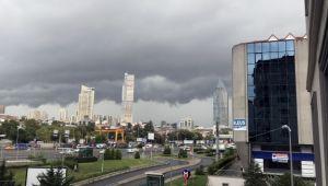 İstanbul'u kara bulutlar sardı!
