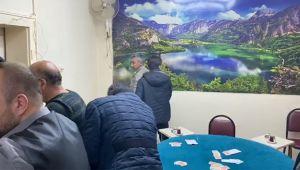 Kütahya'da kumar oynayan 14 kişiye toplam 44 bin 100 liralık 'Sosyal mesafe' cezası