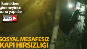 İstanbul'da 'sosyal mesafesiz' ilginç kapı hırsızlığı kamerada