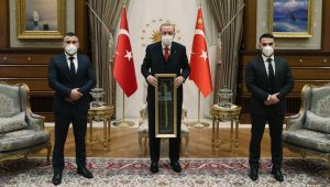Cumhurbaşkanı Erdoğan, Avusturya'daki terör saldırısında kahraman olan iki Türk'ü kabul etti