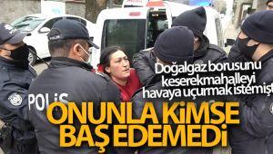 Bursa'da çaydanlıkla polise saldıran kadın serbest kalınca mahalle sakinlerine sopayla saldırdı
