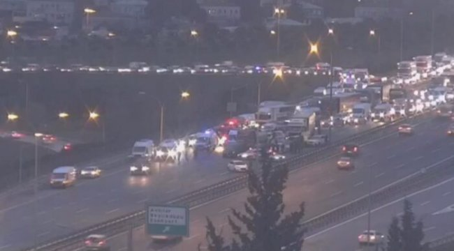 TEM Otoyolu'nda zincirleme kaza! Trafik kilitlendi