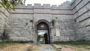 Fatih Sultan Mehmet'in ordusu İstanbul'a bu kapıdan girmişti! Şimdiki hali içler acısı